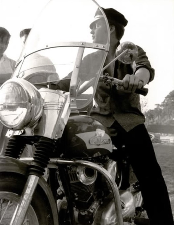 Elvis Presley 56dab30a