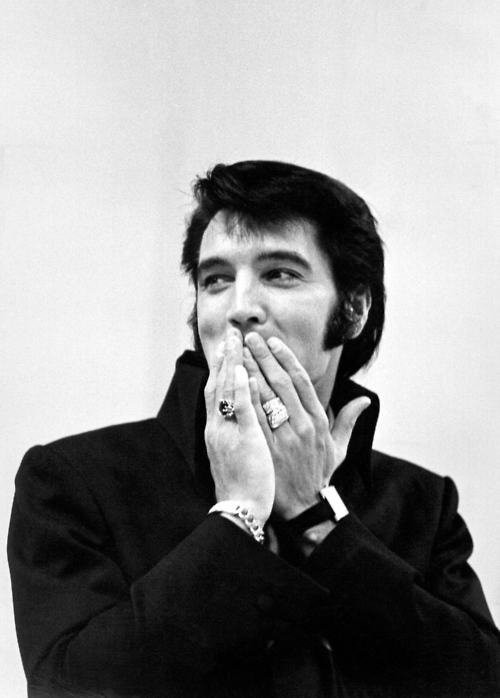 Elvis Presley 56e45848