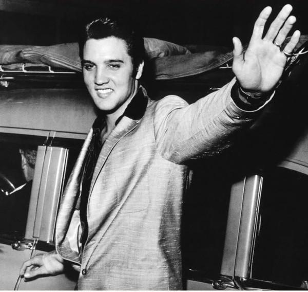 Elvis Presley - Page 4 57c4d028