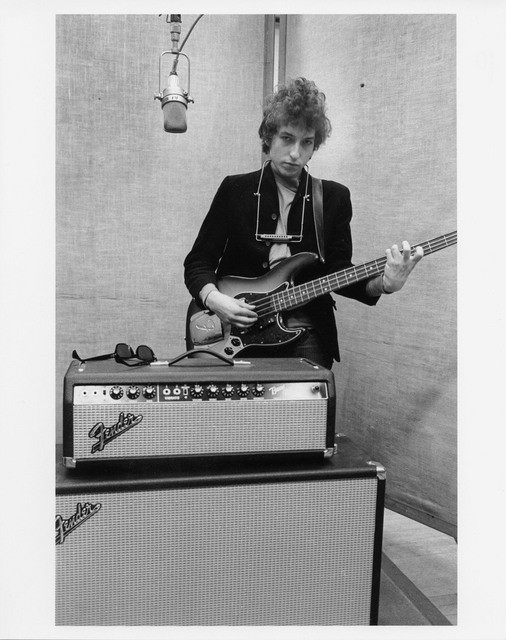 Bob Dylan (Fender Jazz bass)
