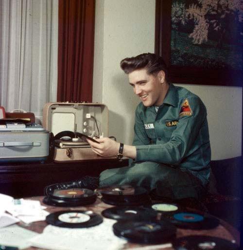 Elvis Presley - Page 4 D54bd0a3